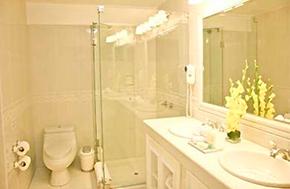 Hotel Terra Andina Deluxe Bathroom